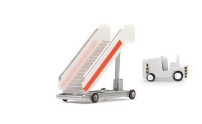 旅客登机楼梯 + 牵引车