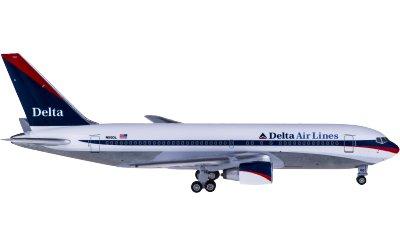 Delta Air Lines 达美航空 Boeing 767-200 N110DL