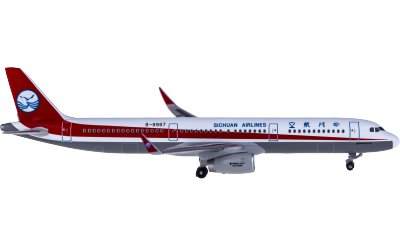 Sichuan Airlines 四川航空 Airbus A321 B-9967