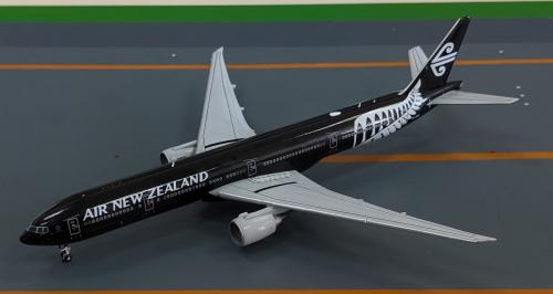Air New Zealand 新西兰航空 Boeing 777-300 ZK-OKQ 全黑 XX4567 JC Wings 1:400