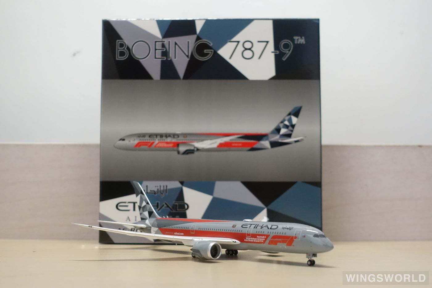 Phoenix 1:400 PH04243 Etihad Airways 阿提哈德航空 Boeing 787-9 A6-BLV