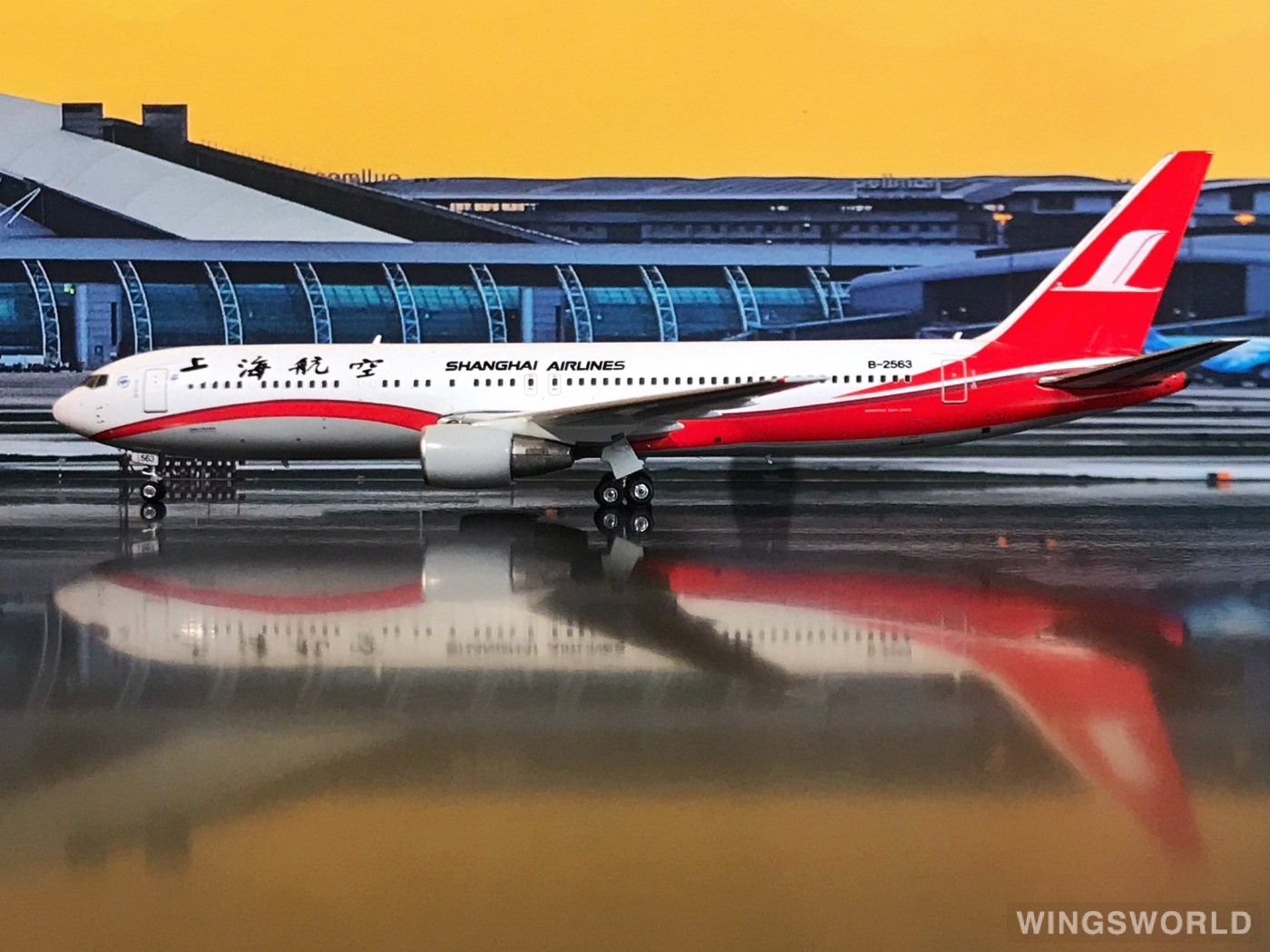 Phoenix 1:400 PH11086 Shanghai Airlines 上海航空 Boeing 767-300 B-2563
