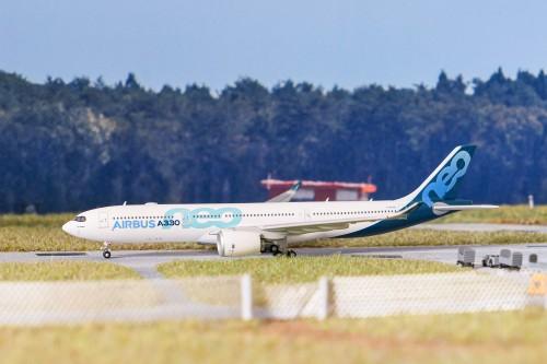 Airbus 空中客车 Airbus A330-900neo F-WTTN  LH4114 JC Wings 1:400
