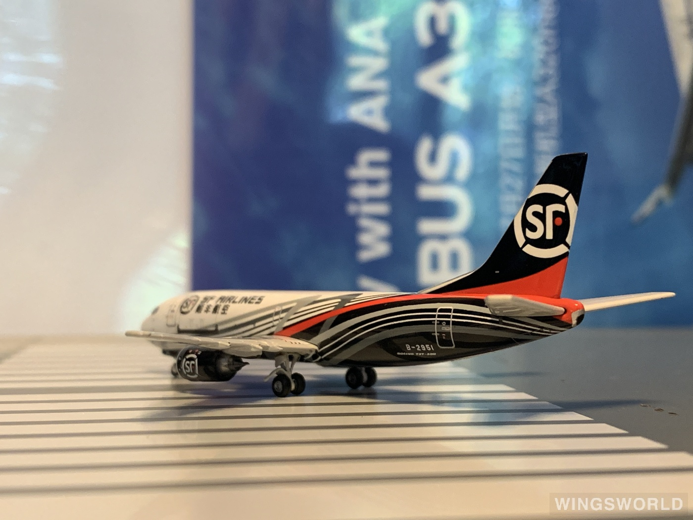 Phoenix 1:400 PH10784 SF Airlines 顺丰航空 Boeing 737-300 B-2951