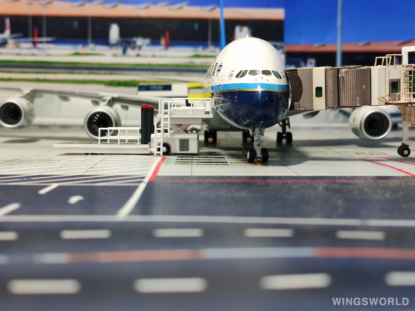 JC Wings 1:200 XX2982 China Southern 中国南方航空 Airbus A380-800 B-6137