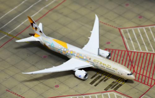 Etihad Airways 阿提哈德航空 Boeing 787-9 A6-BLI 沙特阿拉伯彩绘 PH04312 Phoenix 1:400