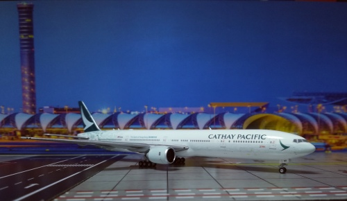 Cathay Pacific 国泰航空 Boeing 777-300 B-HNK 回归20周年 PH04146 Phoenix 1:400
