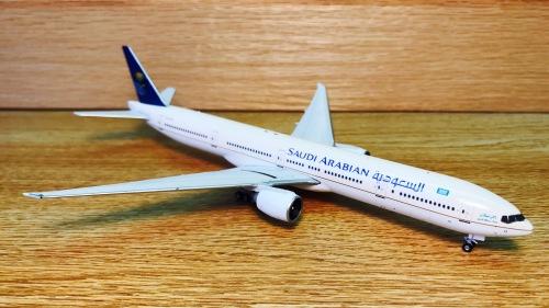 Saudia 沙特阿拉伯航空 Boeing 777-300ER HZ-AK13  PH10660 Phoenix 1:400
