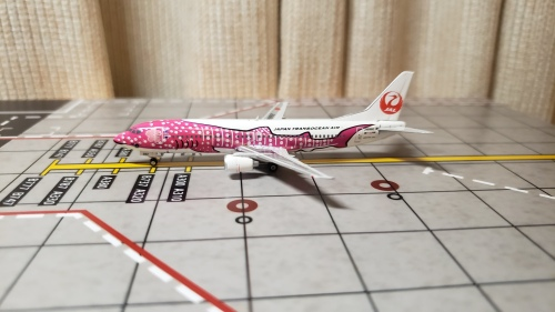 Japan Airlines 日本航空 Boeing 737-400 JA8992 粉红鲸鱼 PH10985 Phoenix 1:400