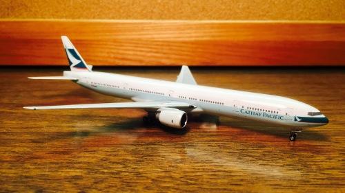 Cathay Pacific 国泰航空 Boeing 777-300 B-HNH  PHBHNH Phoenix 1:400