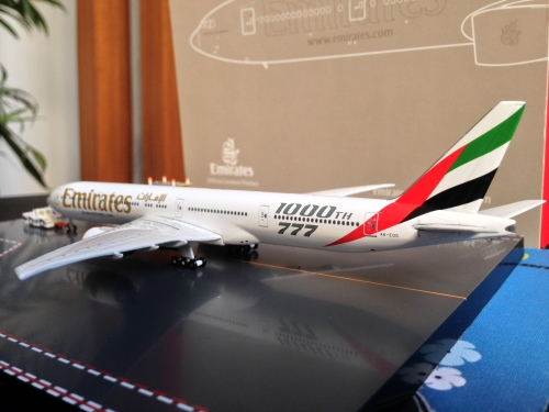 Emirates 阿联酋航空 Boeing 777-300 A6-EGO 2000s colors.