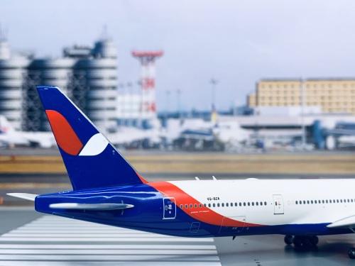 Azur Air 蓝色航空 Boeing 777-300ER VQ-BZA  PH11548 Phoenix 1:400
