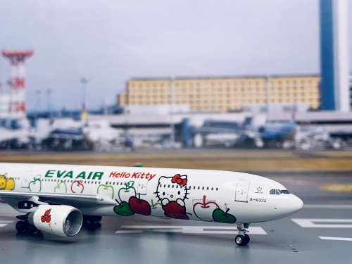 EVA Air 长荣航空 Airbus A330-300 B-16332 苹果机 AC4B16332 AeroClassics 1:400