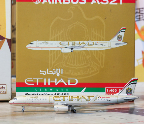 Etihad Airways 阿提哈德航空 Airbus A321 A6-AEA 2004s colors. With rolling gears. PH10983 Phoenix 1:400