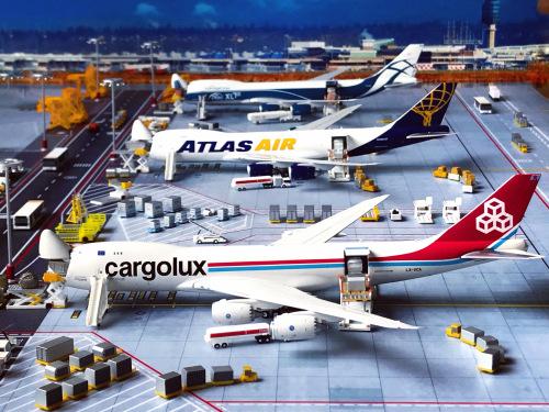 Cargolux 卢森堡货运航空 Boeing 747-8 LX-VCA Optional Doors Open/Closed Configuration GJCLX1896 Geminijets 1:400