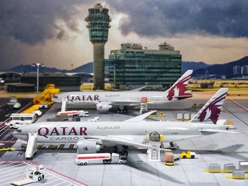 Qatar 卡塔尔航空 Boeing 777-200LR A7-BFC  PH11611 Phoenix 1:400