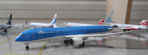 KLM 荷兰皇家航空 Boeing 787-9 PH-BHA 2015s colors. With rolling gears. GJKLM1507 Geminijets 1:400