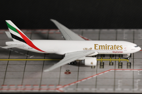 Emirates 阿联酋航空 Boeing 777-200 A6-EFF 2000s colors.