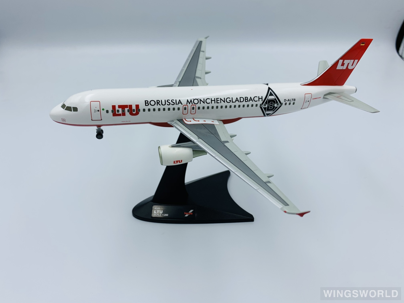 Herpa 1:200 550611 LTU International Airbus A320 D-ALTB
