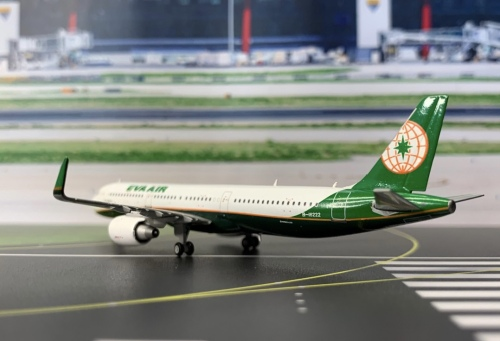 EVA Air 长荣航空 Airbus A321 B-16222  XX4677 JC Wings 1:400