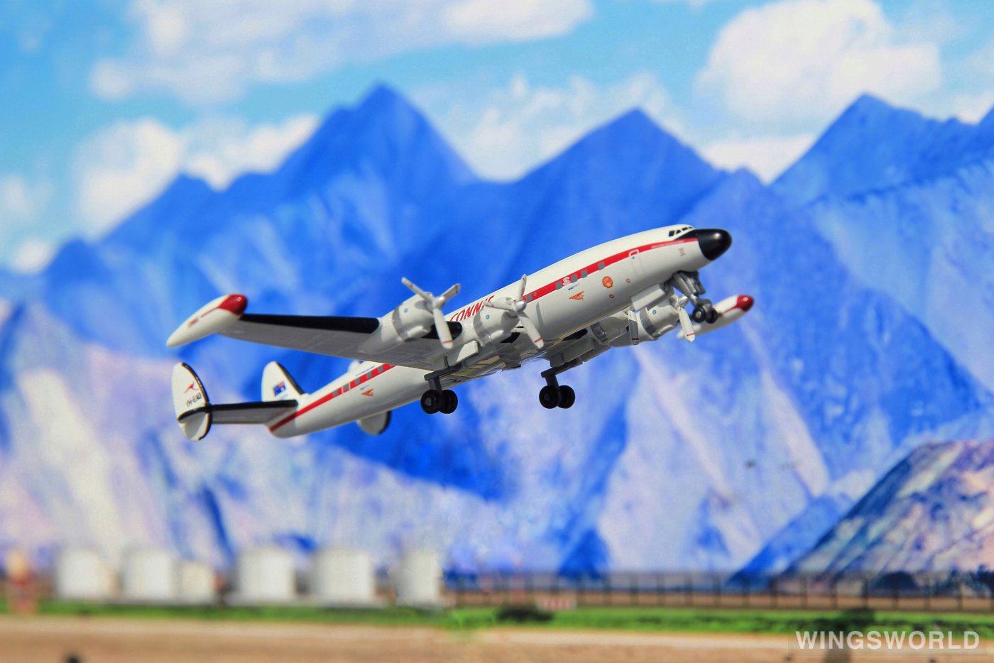Dragon Models 1:400 55539 Historical Aircraft Restoration Society Lockheed L-1049 Super Constellation VH-EAG