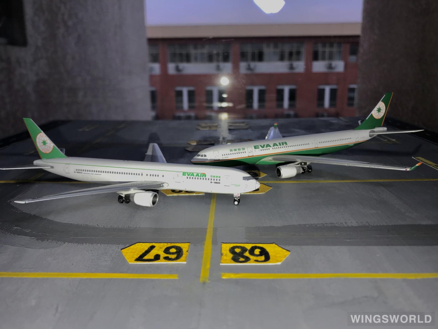 Phoenix 1:400 PH10329 EVA Air 长荣航空 Airbus A330-200 B-16301