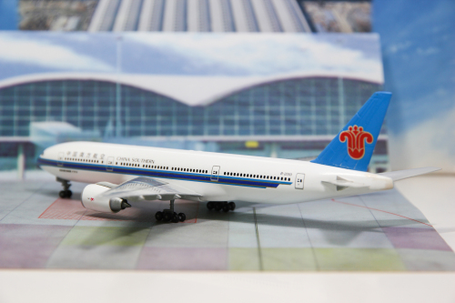 China Southern 中国南方航空 Boeing 777-200 B-2053  55051 Dragon Models 1:400