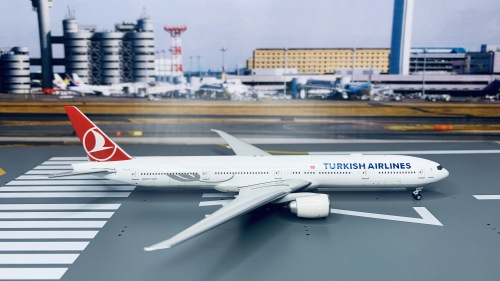 Turkish Airlines 土耳其航空 Boeing 777-300ER TC-JJL  A13124 Apollo 1:400