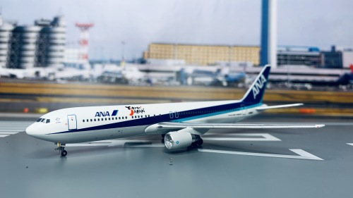 ANA 全日空 Boeing 767-300 JA8664 Yokoso JAPAN BB4-2004-15C Big Bird 1:400