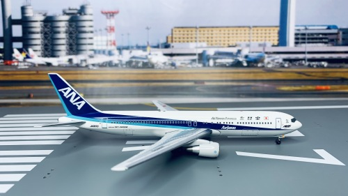 ANA 全日空 Boeing 767-300 JA8970  BB4-2004-15B Big Bird 1:400