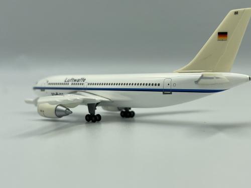Luftwaffe 德国空军 Airbus A310-300 10+22  560726 Herpa 1:400