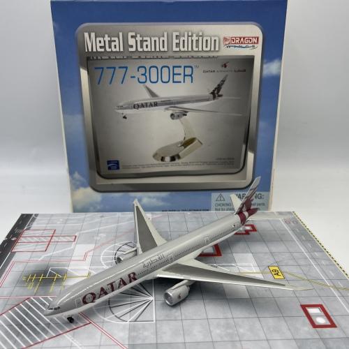 Qatar 卡塔尔航空 Boeing 777-300ER A7-BAA  56099 Dragon Models 1:400