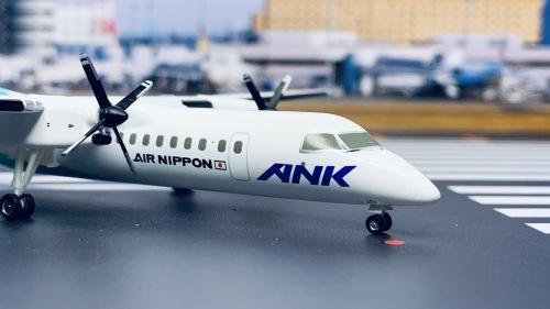 ANA 全日空 Bombardier Dash 8-300 JA801K 椿 Tubaki DH28001 Hogan 1:200