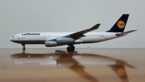 Lufthansa 汉莎航空 Airbus A340-200 D-AIBF  JF-A340-2-002 JFOX 1:200