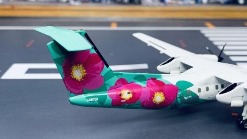 ANA 全日空 Bombardier Dash 8-300 JA805K 浜茄子 Hamanasu DH28005 Hogan 1:200