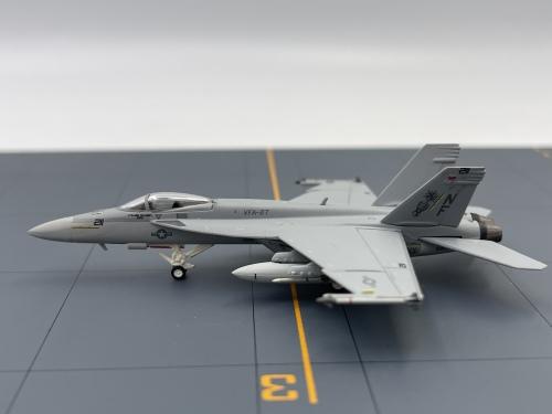 U.S. Navy 美国海军 McDonnell Douglas F/A-18 165871  HG6221 Hogan 1:200
