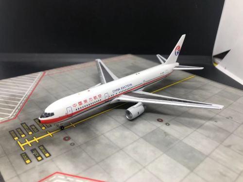 China Eastern 中国东方航空 Boeing 767-300 B-2569 1990s colors. AeroClassics mould. JM76703 BlueAngle 1:400