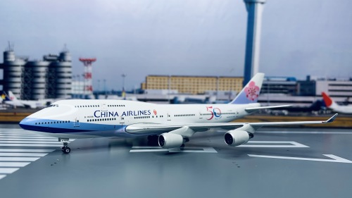 China Airlines 中华航空 Boeing 747-400 B-18208 1997s colors. With