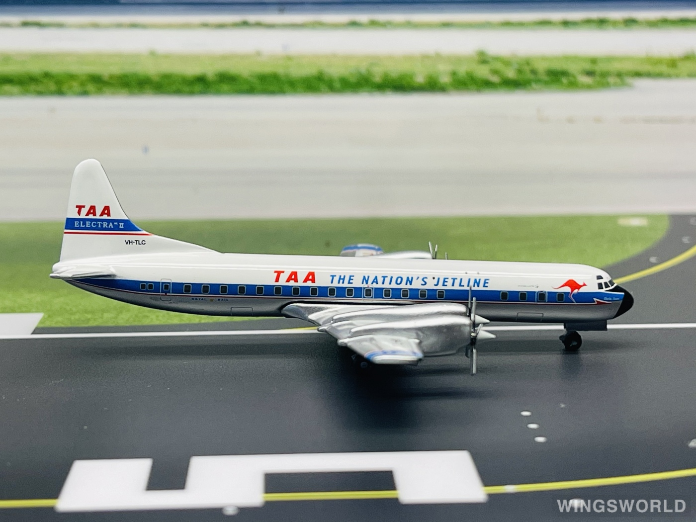 JC Wings 1:400 JC4302 Trans Australia Airlines Lockheed L-188 Electra VH-TLC